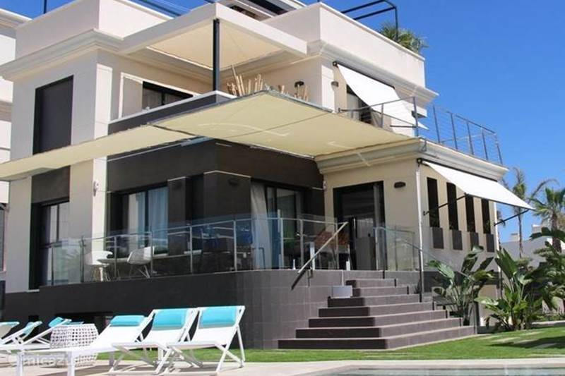 moderne luxe villa la zenia in orihuela costa costa blanca huren. Black Bedroom Furniture Sets. Home Design Ideas