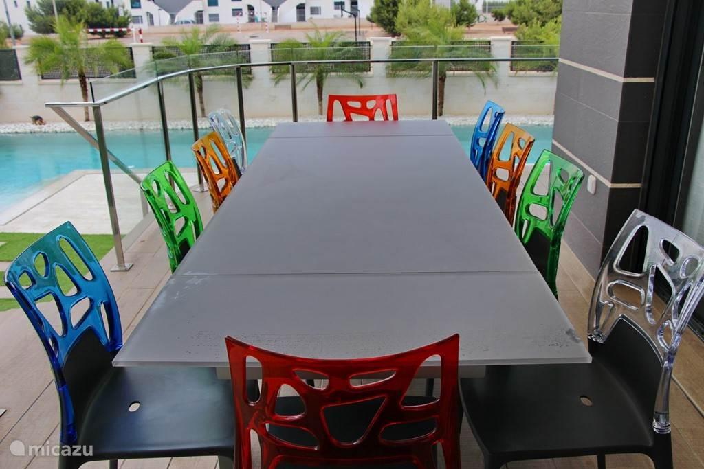 Eettafel buiten terras