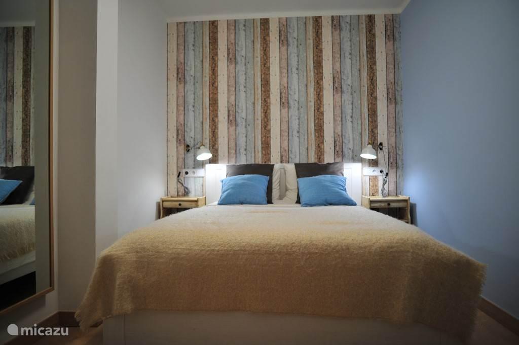 Slaapkamer 2. Het bed is 1.40 breed en 2.00m lang.