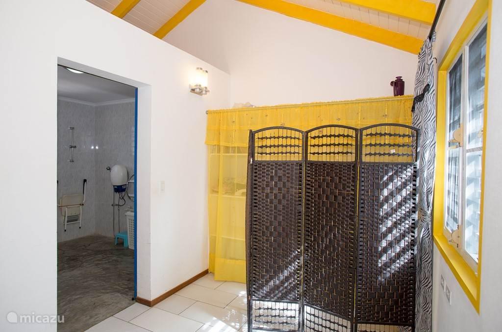 Zugang Badezimmer mit Schiebetür