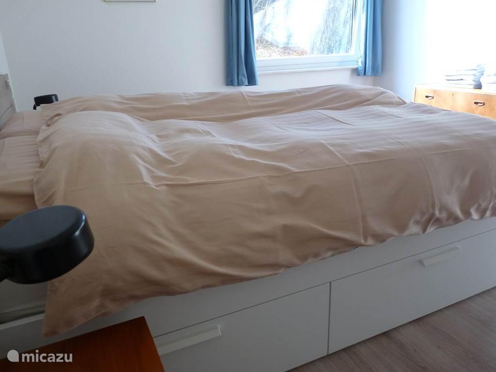 Slaapkamer met tweepersoons bed 1.60 m