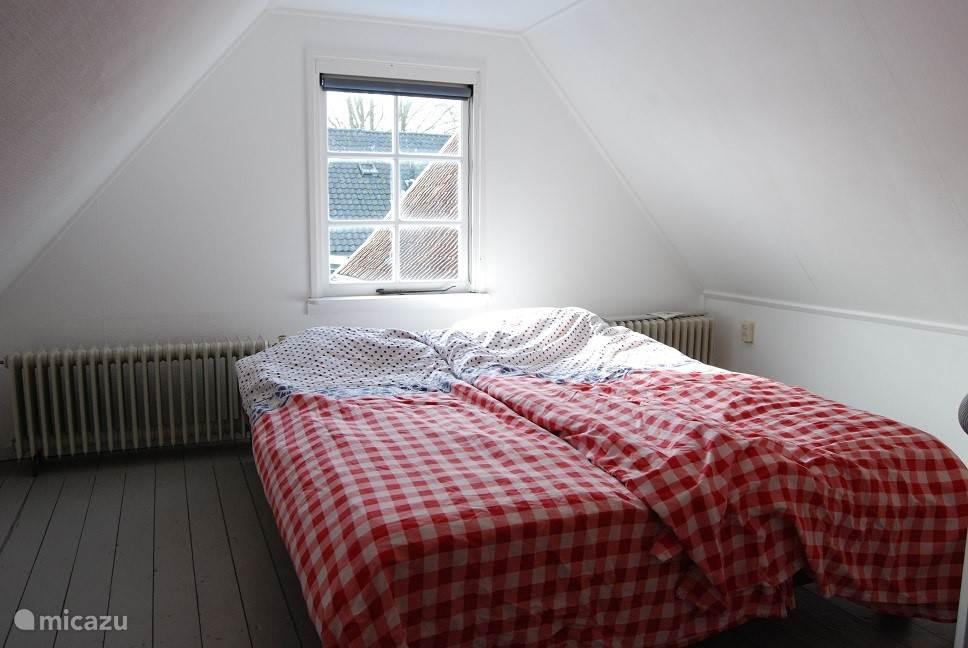 Slaapkamer 4 is boven de garage.