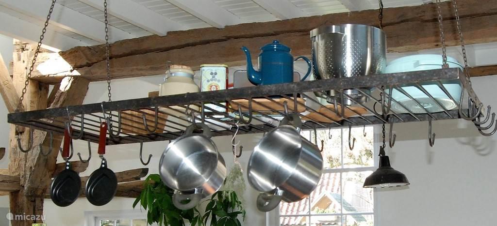 Woonkamer - authentiek wildrek boven de keuken. Stond nog niet op de vorige twee foto's, maar hangt er inmiddels wel!