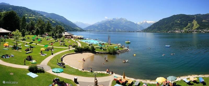 Het meer met zwembad