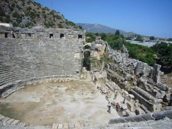 Het theater van Aspendos, waar in de zomer ook voorstellingen zijn.