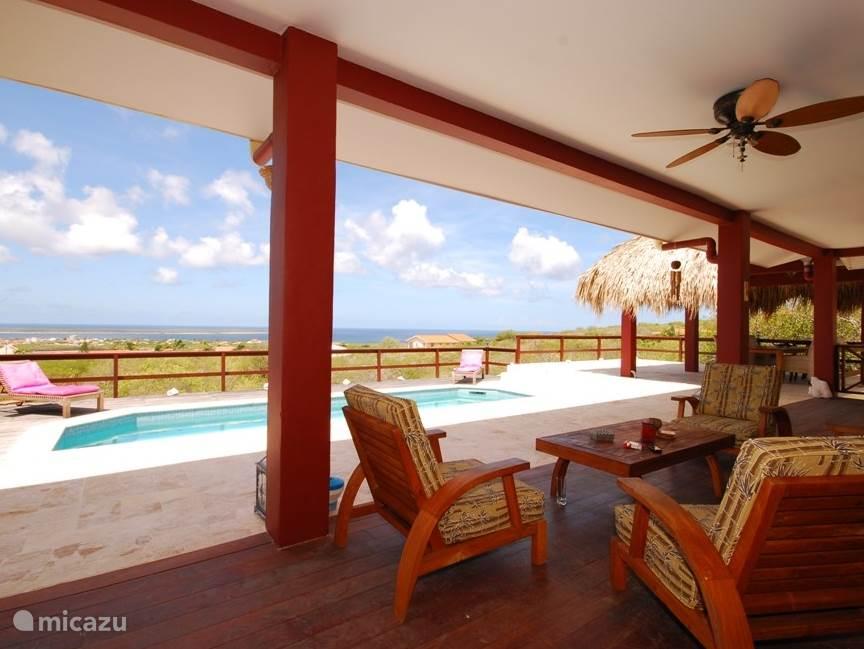 Ook vanaf de porche heb je een schitterend uitzicht.