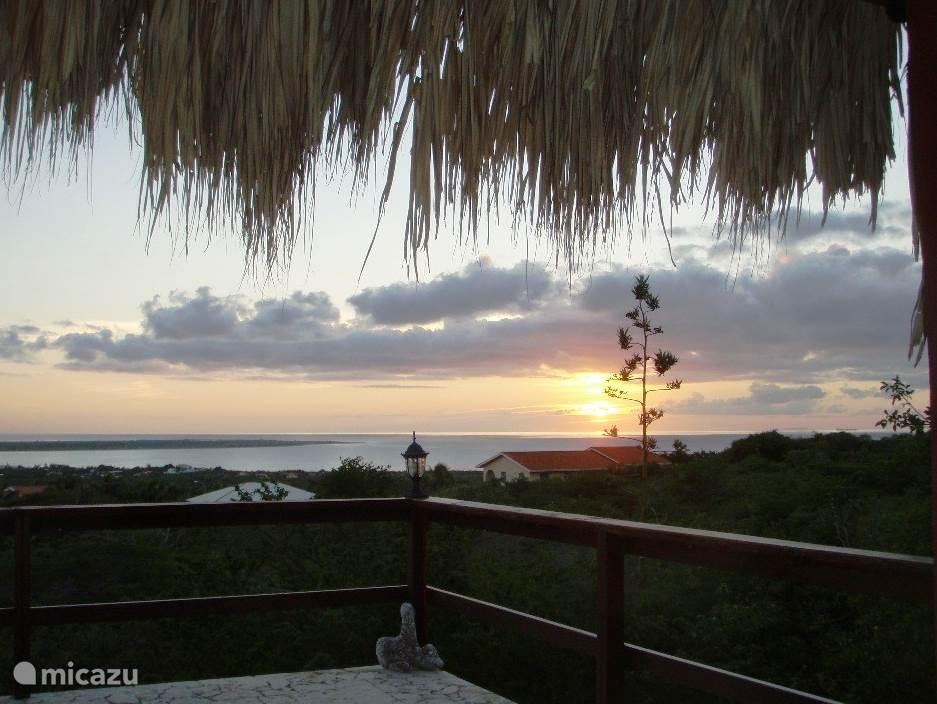 's Avonds kunt u genieten van de meest prachtige zonsondergangen.