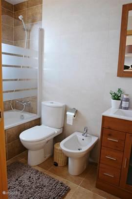Geschakelde woning casa julio in d nia costa blanca spanje huren - Deco master suite met badkamer ...