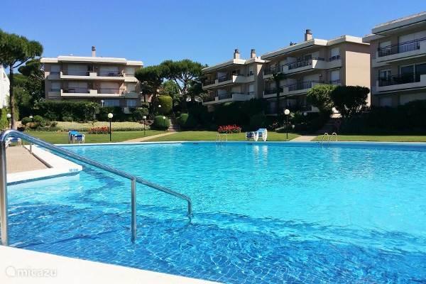 Appartementen vanaf zwembad