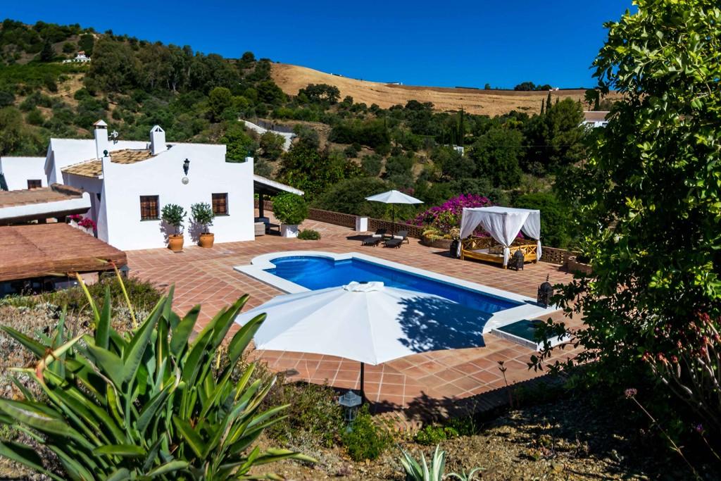 Met de Kerst naar de zon? Sfeervol ingerichte Spaanse Finca met groot privè zwembad op unieke plek!  nu slechts € 1095,00 per week