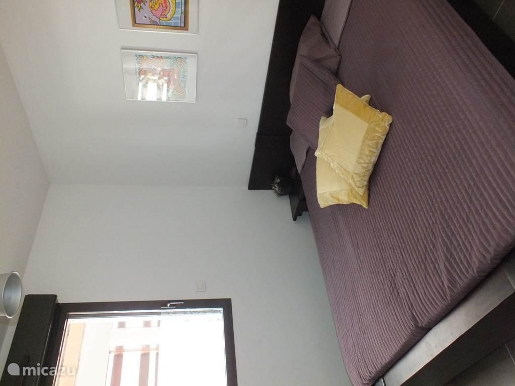 2e slaapkamer met bed 160 x 200