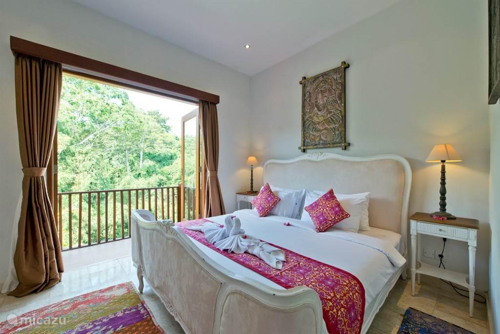 De 2 persoons slaapkamer in een omgeving van groen landschap