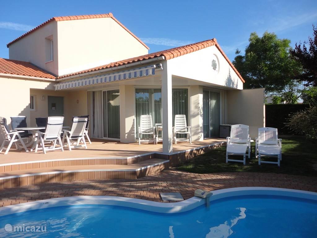 De villa waar u heerlijk bij het zwembad kunt barbecuen.