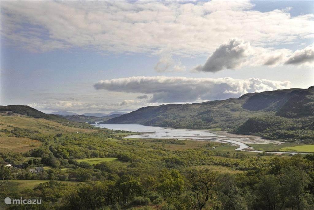 Uitzicht over het land en de monding van de Ruel in Loch Riddon