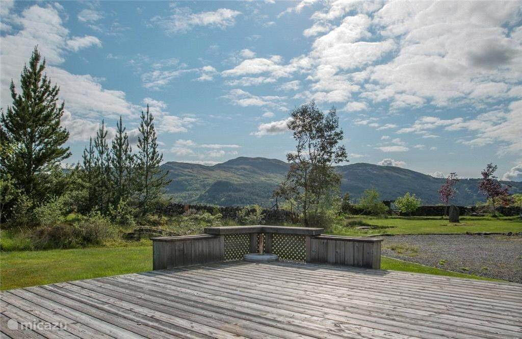 Terras met uitzicht vanuit huis.