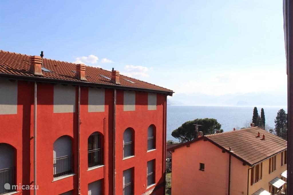 Zicht vanaf het overdekte balkon