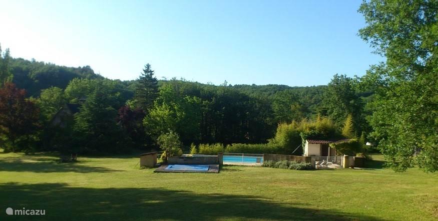 Groot zwembad met prachtig uitzicht