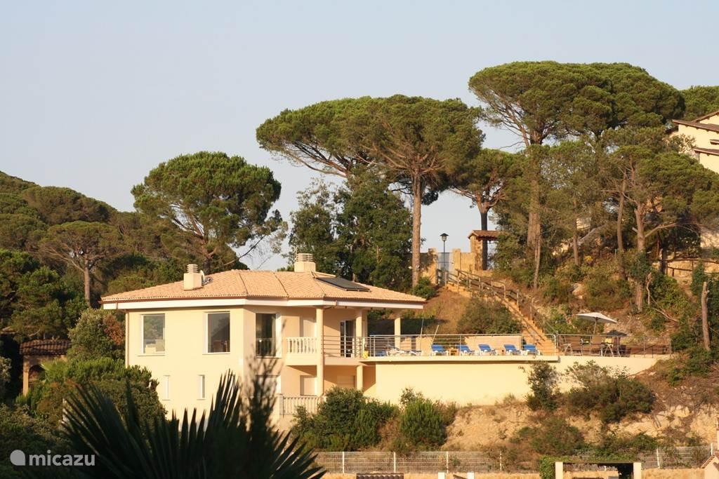 Casa Alegría met de entree rechts boven