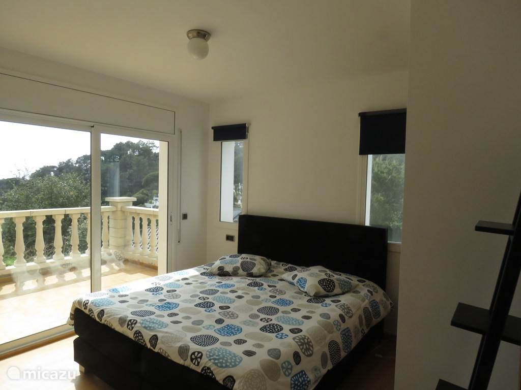 Slaapkamer aan de westkant met uitzicht naar de zee