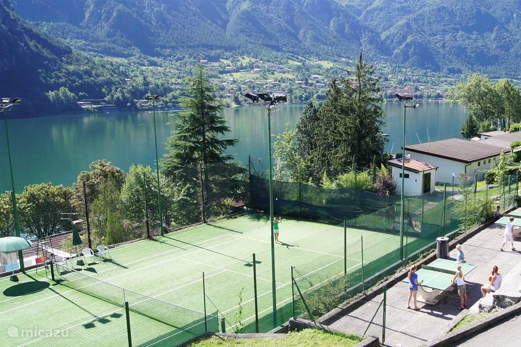 Tennisbaan en tafeltennis