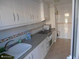 Vakantiehuis huis met verwarmd zwembad 11 in orihuela costa costa blanca spanje huren - Ingerichte keuken ...