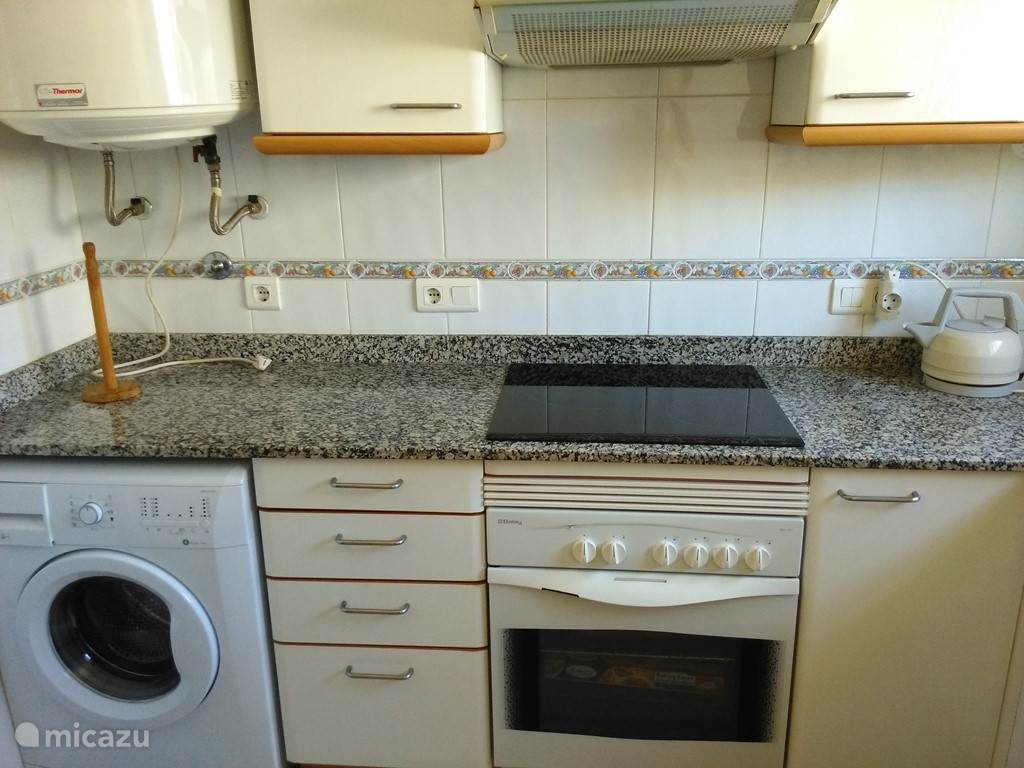 keuken met wasmachine