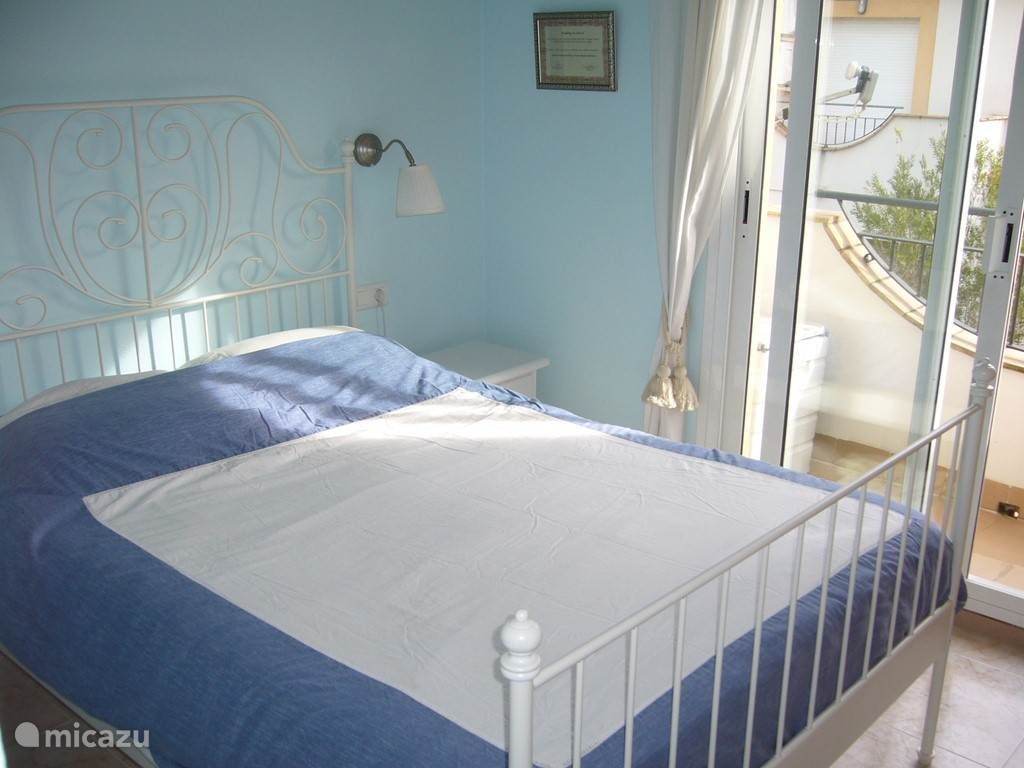 grote slaapkamer met balkon