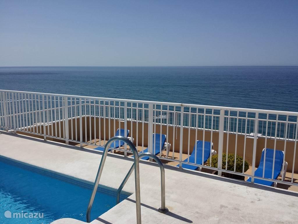 Zwembad op het dakterras met fantastisch uitzicht