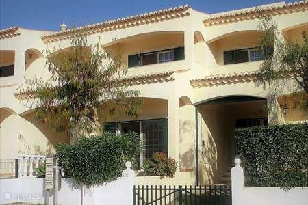 Vacation rental Portugal, Algarve, Ferragudo terraced house Canção Casa do Sol
