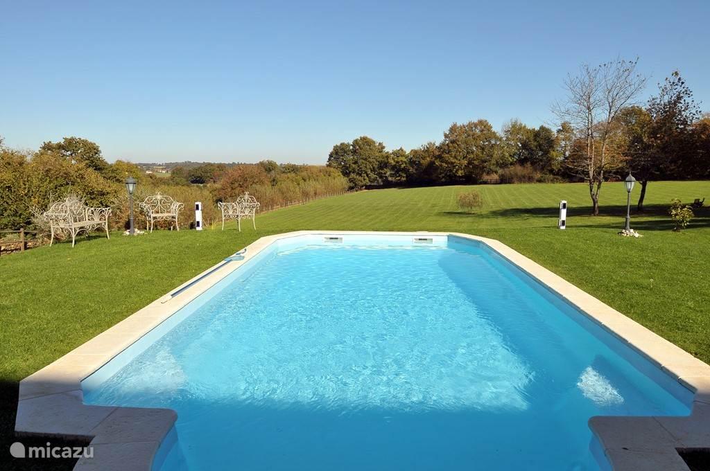 Het prachtige zwembad.