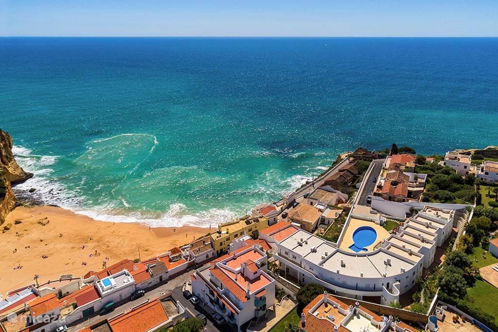 Op loopafstand vindt u het strand en het centrum van Carvoeiro!
