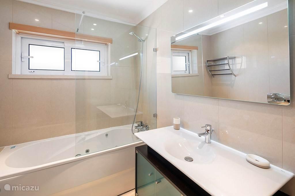 De eerste badkamer
