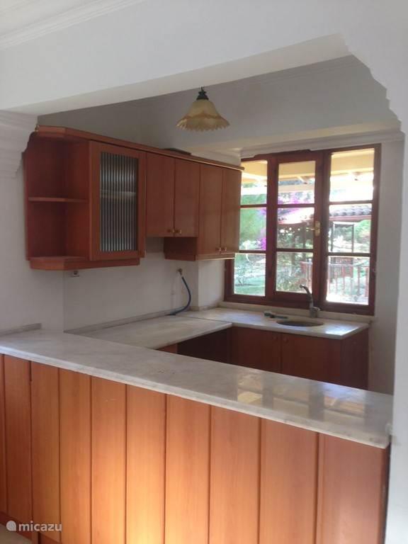 keuken met marmer werkblad