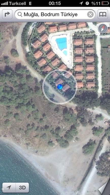 satalliet foto, het voorste huis, met zicht op bergen, tuin en zee (vanaf het balkon).