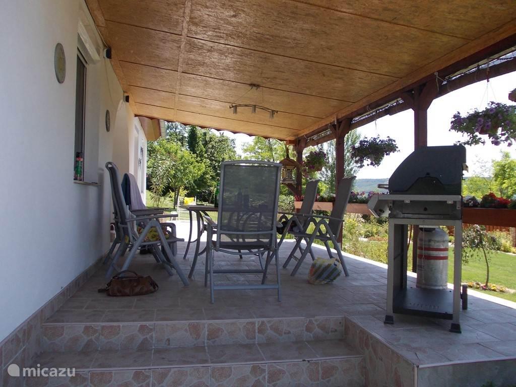 Buiten koken kan op het terras