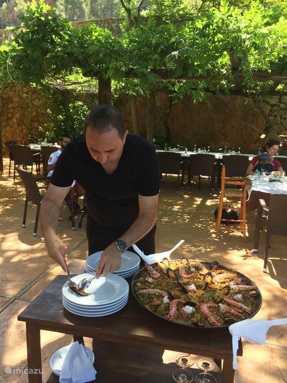 Paella eten