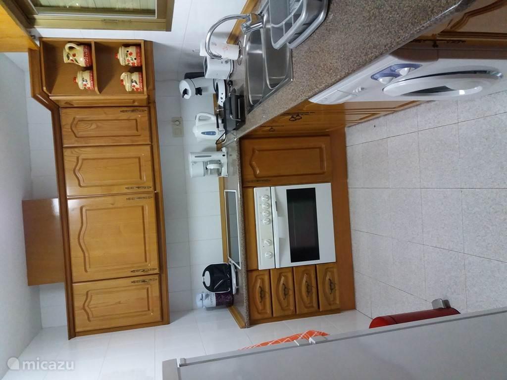 De keuken met vele benodigdheden om lekker te kunnen koken in Las Mimosas