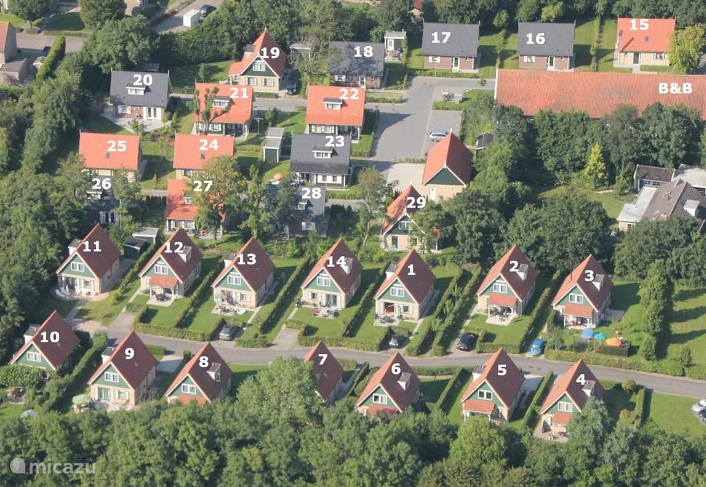 Parc Villetta. Vakantiehuis De Boompjes is nummer 10. de nummers 15 tot 29 is Parc Villemaire en is gescheiden van Parc Villetta door een groenstrook.