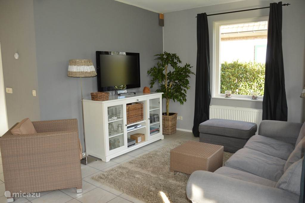 De zitkamer Sunnyvale. Licht en zonnig.
