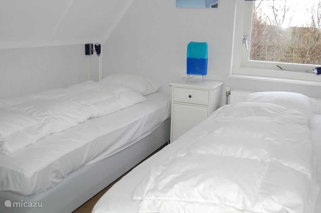 Slaapkamer 2 met 2 eenpersoonsbedden