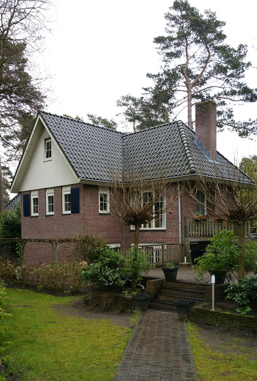 Nog even er lekker tussenuit in luxe villa in het bos bij Beekbergen. Wij geven u van nov tm febr 10% korting ! u kunt met 16 pers. bij ons terecht.