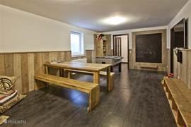 De speelkamer is voor iedereen toegankelijk met vloerverwarming.