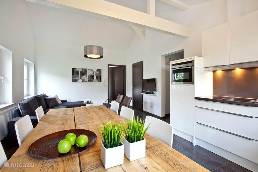 Appartement C keuken met vaatwasser en combi magnetron.