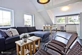 Appartement D sfeervol lux appartement. Het hele appartement heeft vloerverwarming en draadloos internet en Nederlandse televisie.