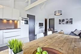 Appartement D volledig ingerichte keuken.