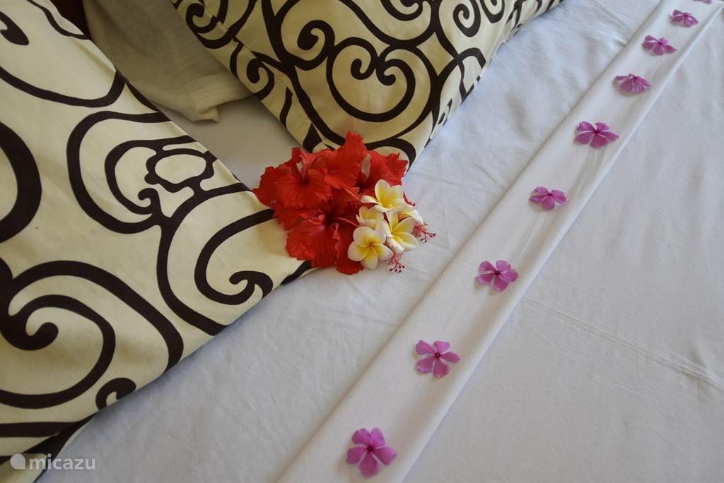decoratie op de bedden