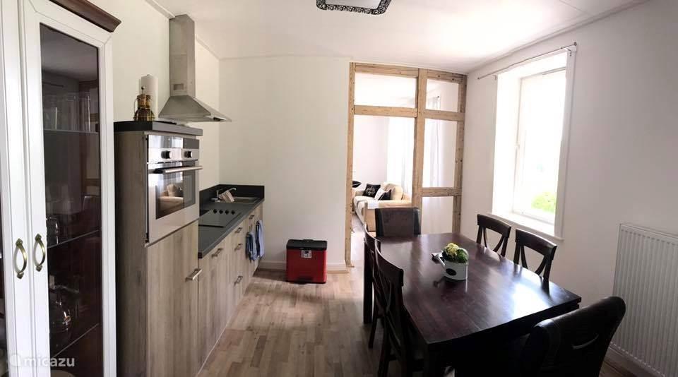 Compleet nieuwe keuken met inbouwapparatuur