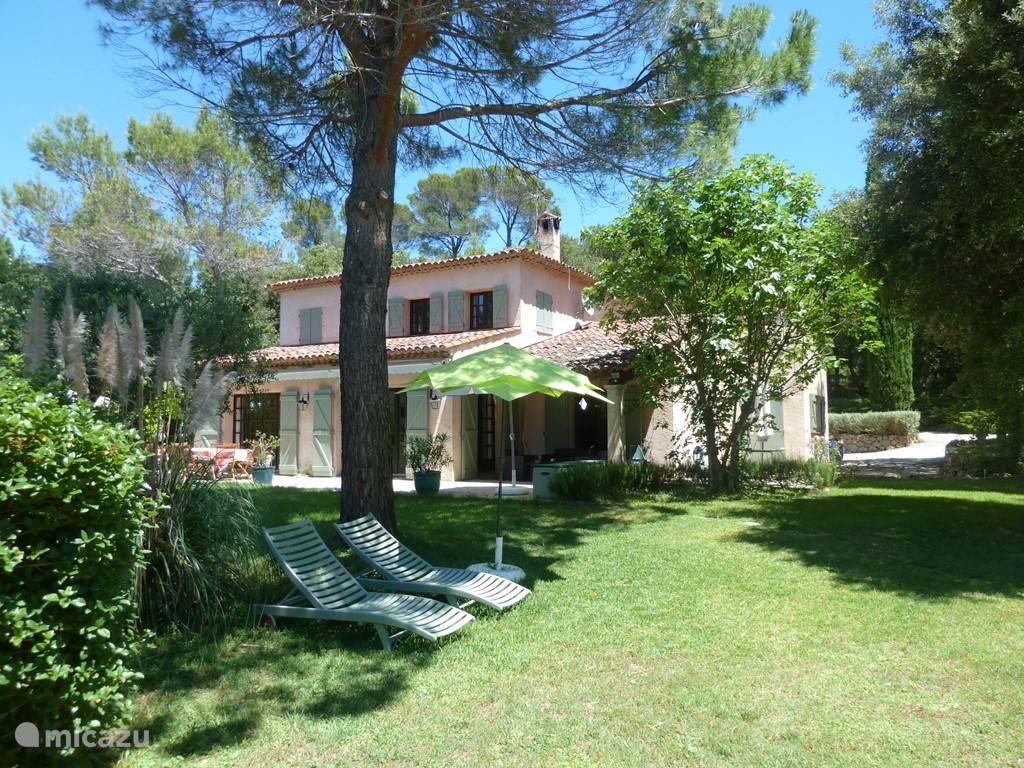 ons huis in groene omgeving