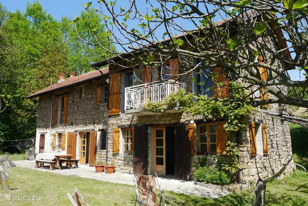 Vakantiehuis Italië, Piëmont, Perletto - boerderij Casa Serole