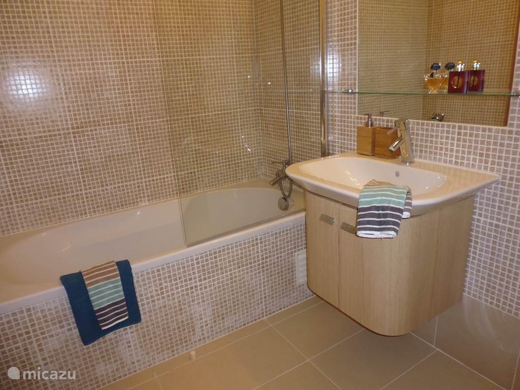 badkamer bij (ouder-) slaapkamer